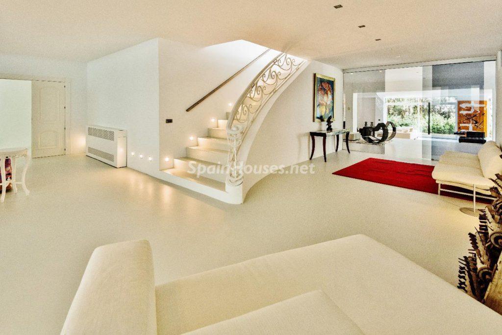 "43339380 2113526 foto 864556 1024x684 - Luxury villa with an original ""Pop Art"" style in La Moraleja, Madrid"