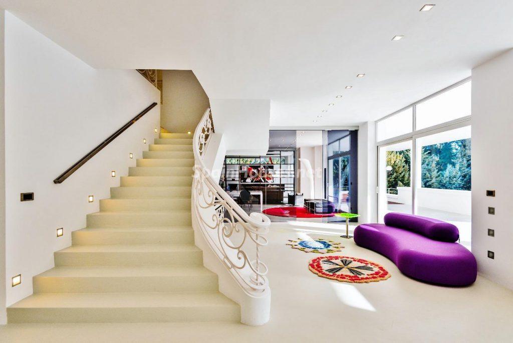 "43339380 2113526 foto 931815 1024x684 - Luxury villa with an original ""Pop Art"" style in La Moraleja, Madrid"