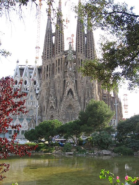 450px SF   lago - The Basilica La Sagrada Familia in Barcelona