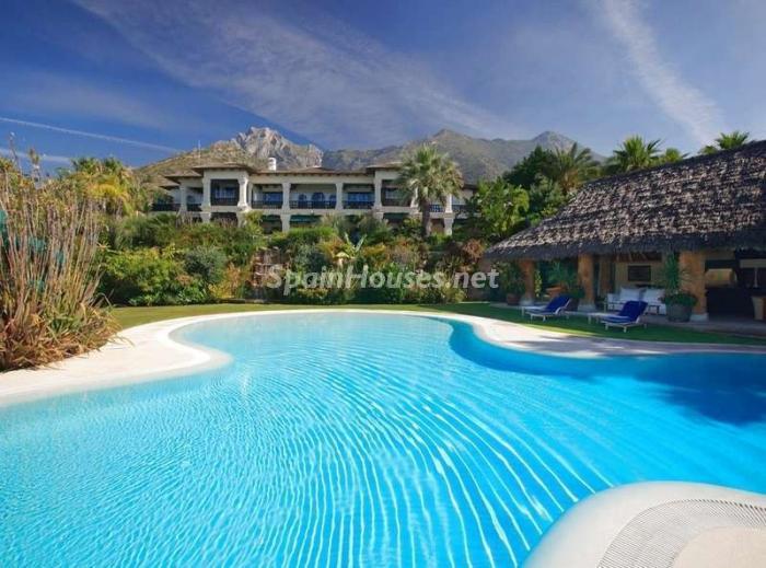 46353 1047421 foto 1 - Outstanding Villa for sale in Marbella, Málaga