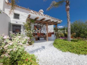 46353 1419145 foto 997489 300x225 - Good news to illegal property owners in Andalucía