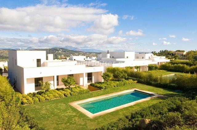 46353 924705 foto 1 - Modern Mediterranean Style: Villa in Sotogrande, Cádiz