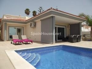 46353 925919 foto 1 300x225 - Beautiful Villa for sale in Adeje (Tenerife)