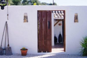 Are you looking for the perfect Andalusian style house? Here are the authentics