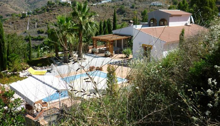 48747 1197443 foto24928962 - Lovely Country Style Villa for Sale in Torrox (Malaga)