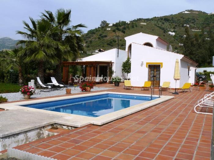 48747 1197443 foto24928966 - Lovely Country Style Villa for Sale in Torrox (Malaga)