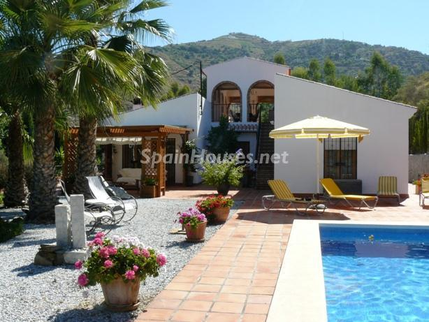 48747 1197443 foto24928974 - Lovely Country Style Villa for Sale in Torrox (Malaga)