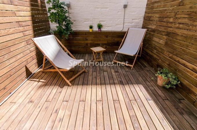 5. Apartment for sale in Barcelona 1 - For Sale: Fully Renovated 2 Bedroom Apartment in Barcelona city