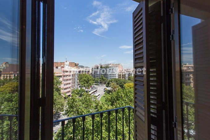 5. Apartment for sale in Barcelona - For Sale:  Renovated Apartment in Barcelona