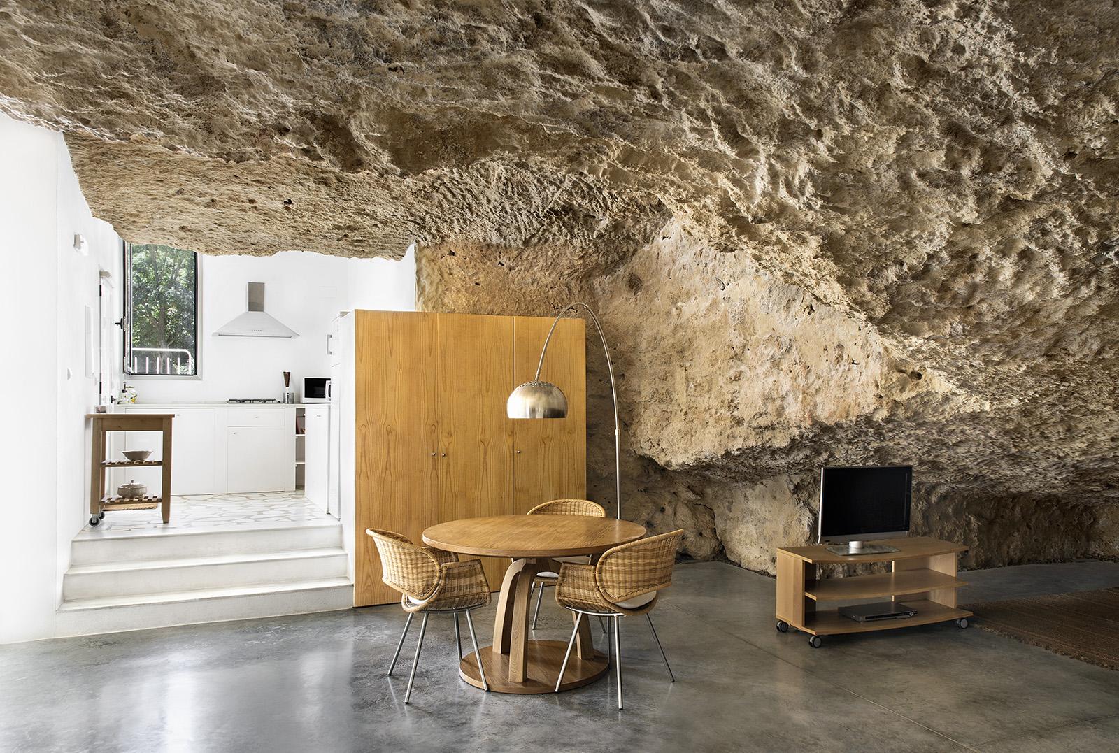 5. Cave House in Villarrubia Córdoba - Casa Tierra: a Cave House in Córdoba by UMMO Estudio