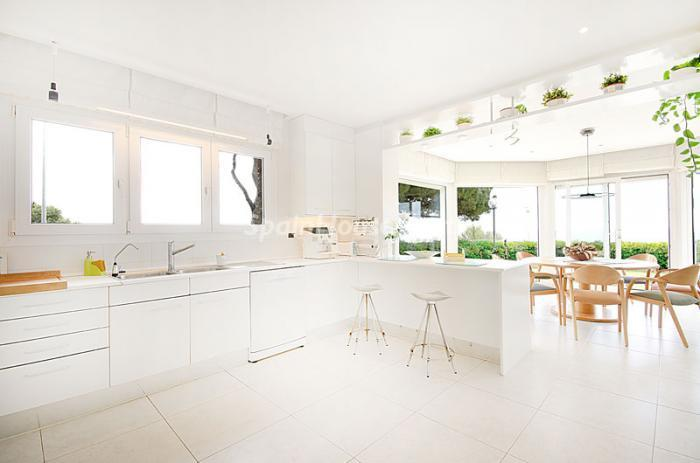 5. Detached house for sale in Torredembarra Tarragona - For Sale: Super Beach House in Torredembarra, Tarragona