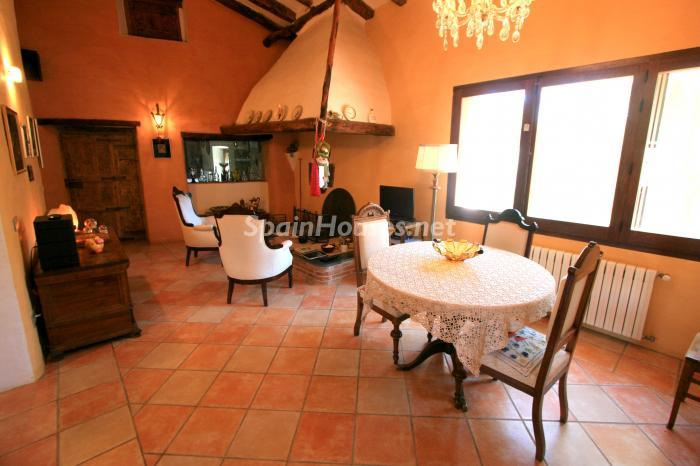 5. Estate for sale in Vilamacolum (Girona)
