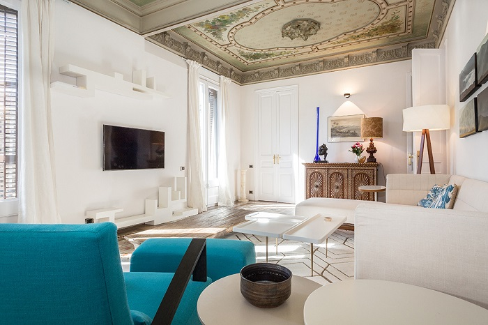 5. Flat in Eixample, Barcelona, by Squad One