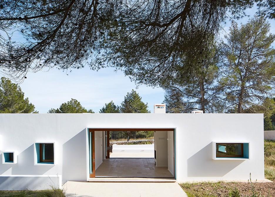 5. House in Ibiza Ca na Maria - Ca na Maria: a dreamy white house in Ibiza