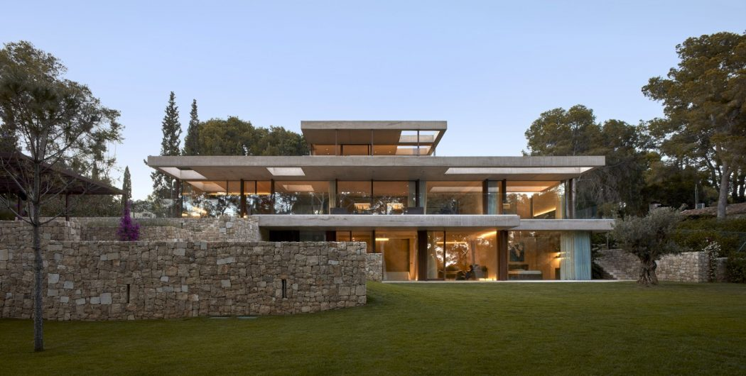 5. House in Rocafort by Ramón Esteve - Home in the pine forest of Rocafort by Ramón Esteve