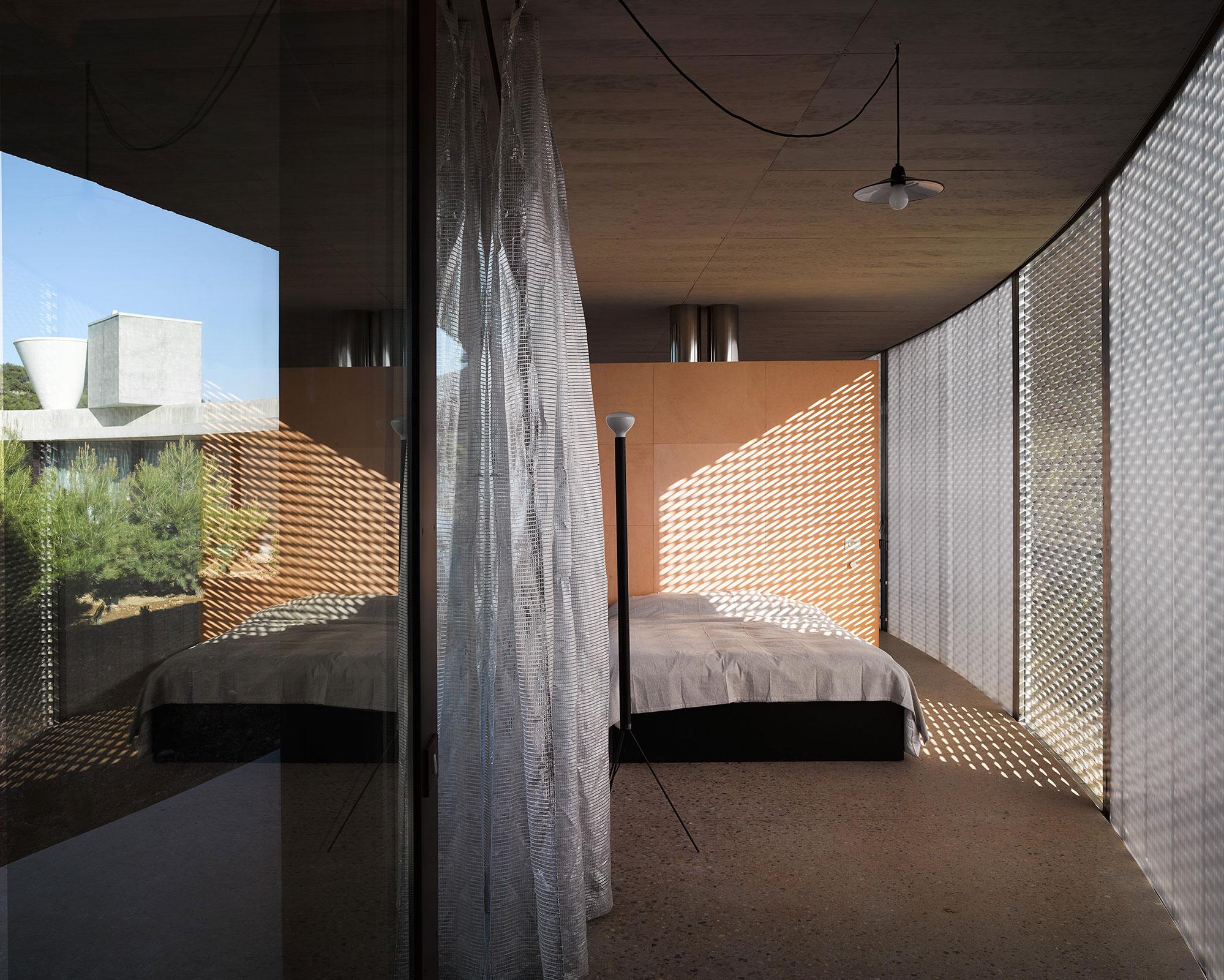 5. Solo House II by Office KGDVS in Matarraña Teruel - Solo House II by Office KGDVS encircles forested hilltop in Matarraña, Teruel