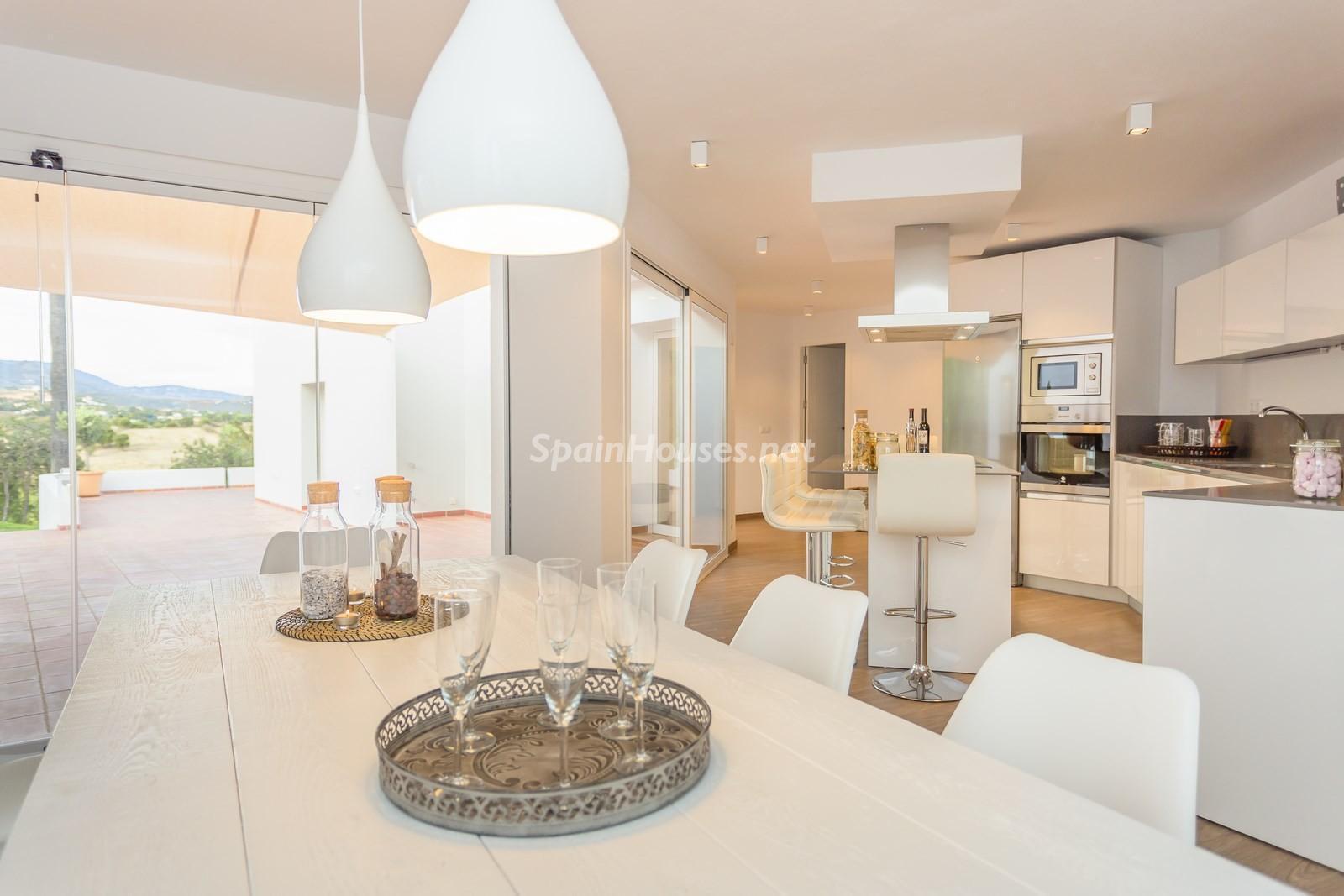 5. Villa for sale in Estepona Málaga - Beautiful 4 Bed Villa For Sale in Estepona, Málaga