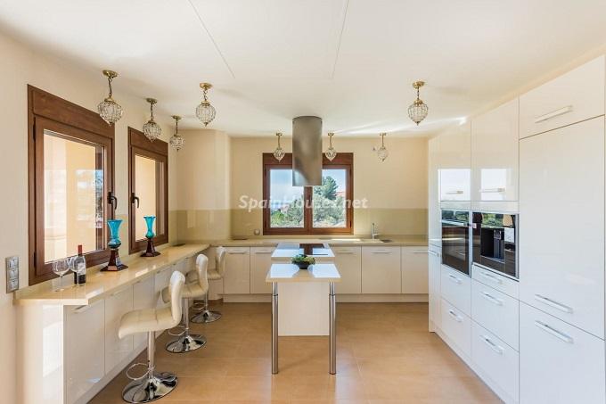 5. Villa for sale in Marbella - For Sale: Outstanding Villa in Marbella, Málaga