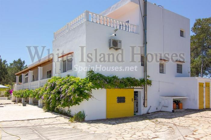 5-villa-for-sale-in-santa-eulalia-del-rio-ibiza