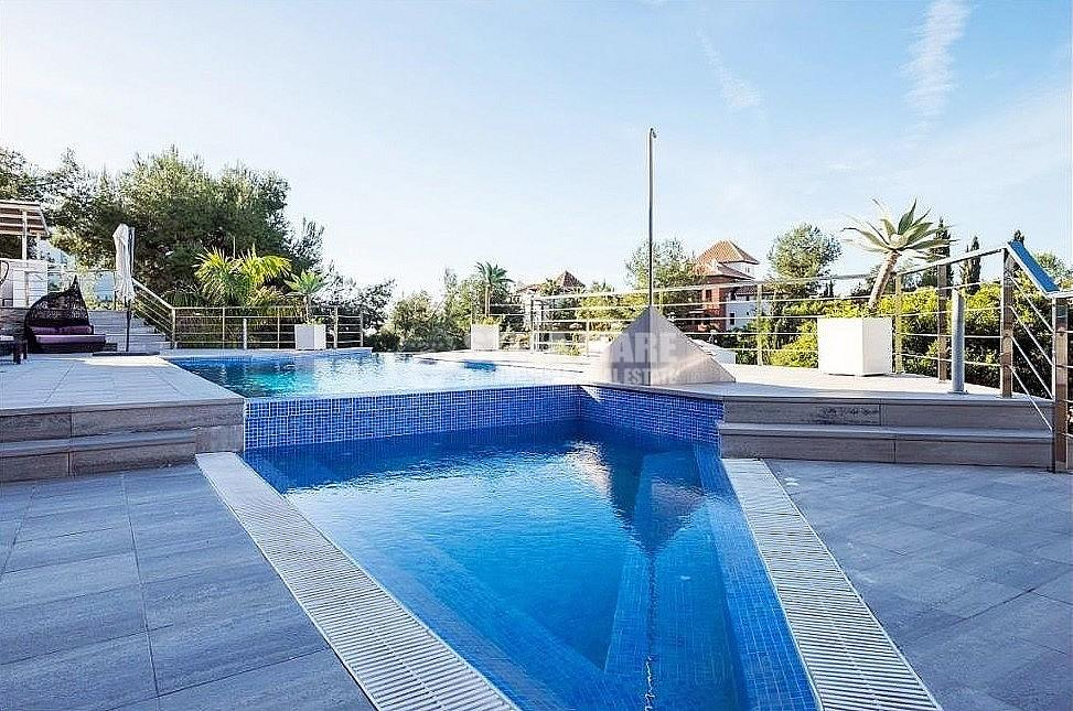 51743606 2793367 foto 316484 - Enjoy the charm of Nerja in this villa with 3 independent houses. Designed to enjoy with the family