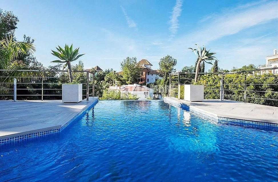 51743606 2793367 foto 492471 - Enjoy the charm of Nerja in this villa with 3 independent houses. Designed to enjoy with the family