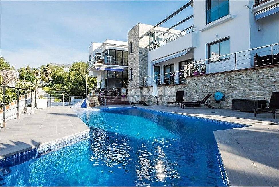 51743606 2793367 foto 559843 - Enjoy the charm of Nerja in this villa with 3 independent houses. Designed to enjoy with the family