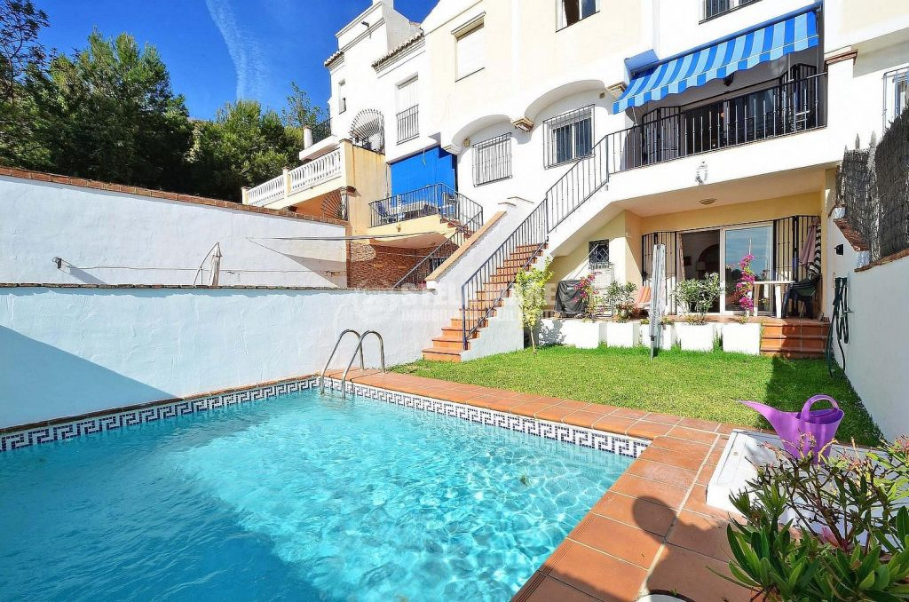 51743606 2865490 foto 821148 1024x678 - Summer houses with pool in the Costa del Sol