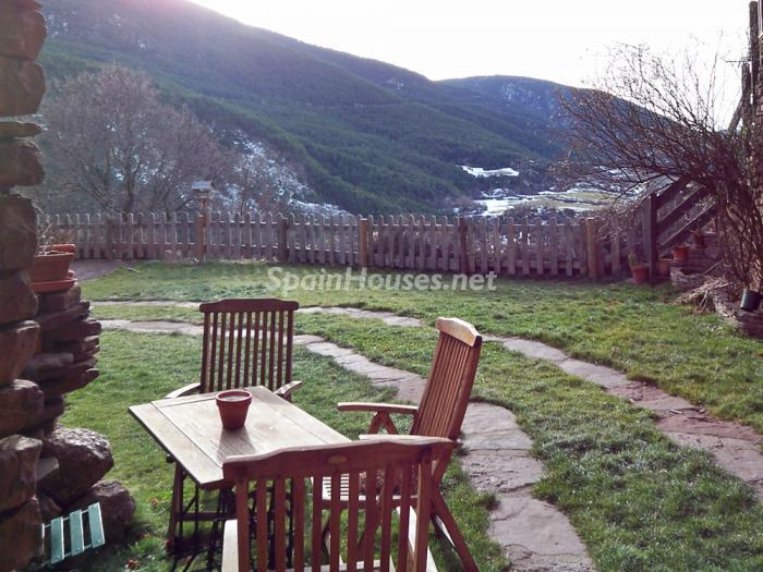 519 - Country House for sale in the Pyrenees, Lleida Province