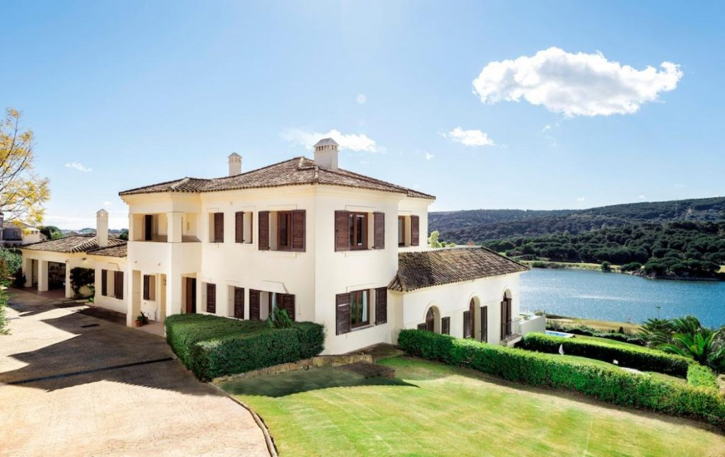 52384669 2379125 foto 812176 1024x646 - The perfect Lake House in the south of Spain: Find out the elegance of Sotogrande, Cádiz