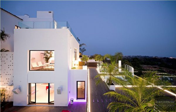 52724 1749334 foto 078121 600x382 - This famous architect reinvented the design and the avant-garde with this villa in Marbella