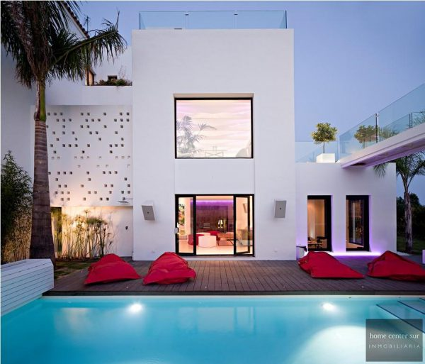52724 1749334 foto 124979 600x513 - This famous architect reinvented the design and the avant-garde with this villa in Marbella
