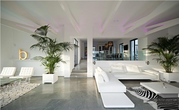 52724 1749334 foto 479485 600x371 - This famous architect reinvented the design and the avant-garde with this villa in Marbella
