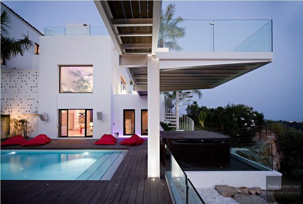 52724 1749334 foto 483748 600x403 - This famous architect reinvented the design and the avant-garde with this villa in Marbella