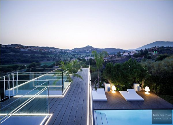 52724 1749334 foto 684649 600x434 - This famous architect reinvented the design and the avant-garde with this villa in Marbella