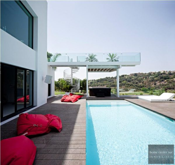 52724 1749334 foto 925342 600x565 - This famous architect reinvented the design and the avant-garde with this villa in Marbella