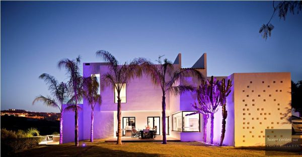 52724 1749334 foto 929112 600x313 - This famous architect reinvented the design and the avant-garde with this villa in Marbella