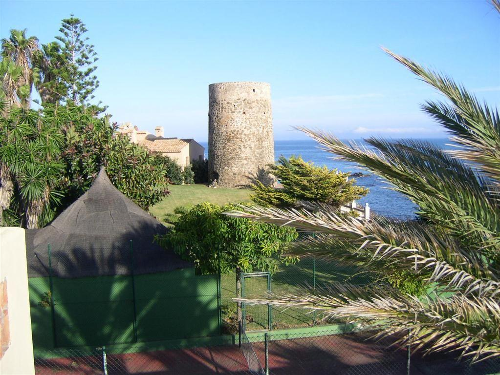 5304138 2215604 foto 050215 - Panoramic views in a villa built next to a historic tower. Find out the elegance of Mijas, Málaga