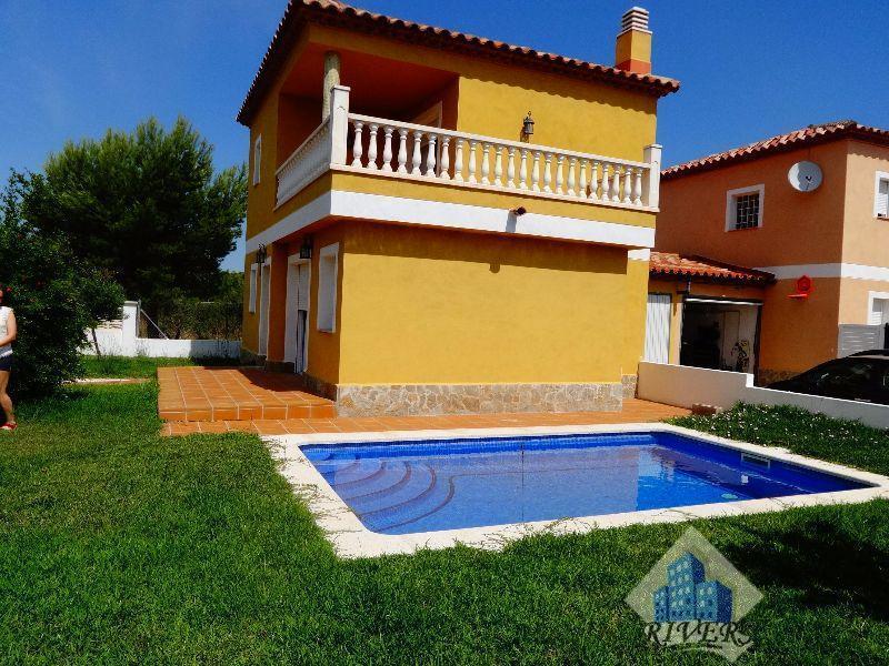 56073 2016925 foto 093030 - Bargain Alert! Houses For Sale Under €200,000