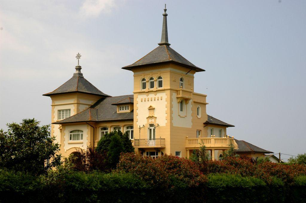 56997 1776682 foto 452776 - A palace of modernist style of the early twentieth century in Navia (Asturias). Find out an architectural gem