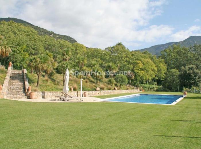 586529 45830 12 - 18th Century Country House in Sils, Girona