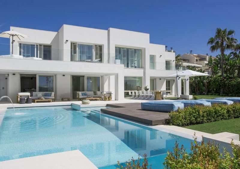 59263576 2088982 foto 290617 - Three Costa del Sol towns are positioning Malaga's luxury property market at the top of national rankings