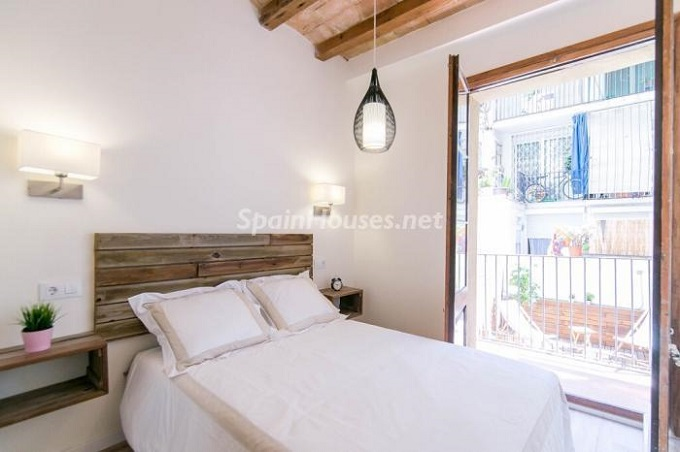 6. Apartment for sale in Barcelona 1 - For Sale: Fully Renovated 2 Bedroom Apartment in Barcelona city
