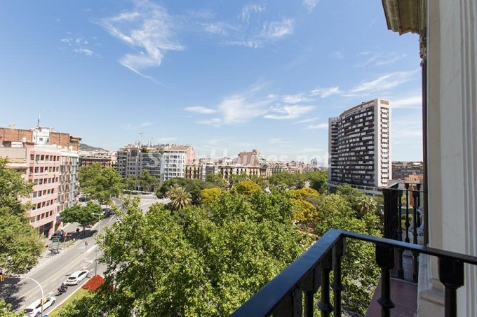 6. Apartment for sale in Barcelona - For Sale:  Renovated Apartment in Barcelona