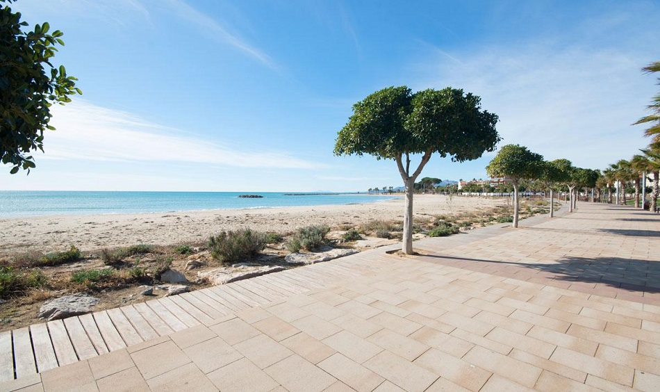 6. Beach house in Cambrils Tarragona 1 - For Sale: Beach House in Cambrils, Tarragona