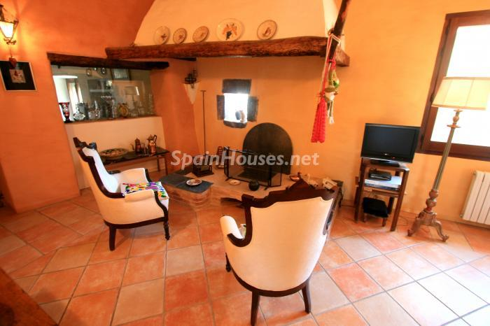 6. Estate for sale in Vilamacolum (Girona)