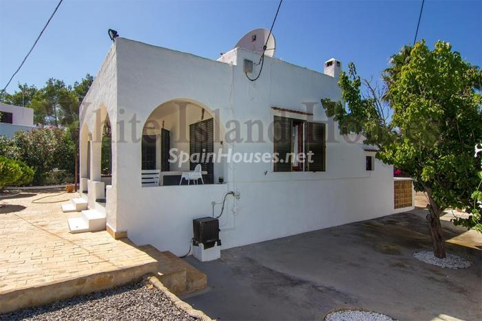 6. House for sale in Santa Eulalia del Río Balearic Islands - On the Market: Detached House in Santa Eulalia del Río, Balearic Islands
