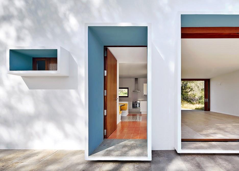 6. House in Ibiza Ca na Maria - Ca na Maria: a dreamy white house in Ibiza
