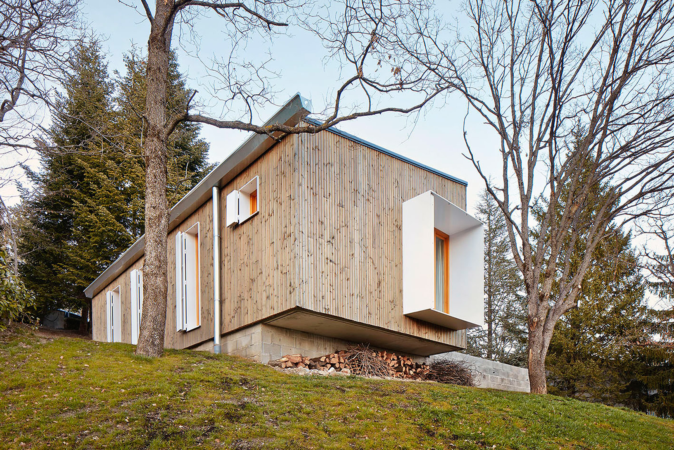 6. Prefababricated wooden home in the Pyrenees by architect Marc Mogas - Prefabricated wooden home in the Pyrenees by architect Marc Mogas