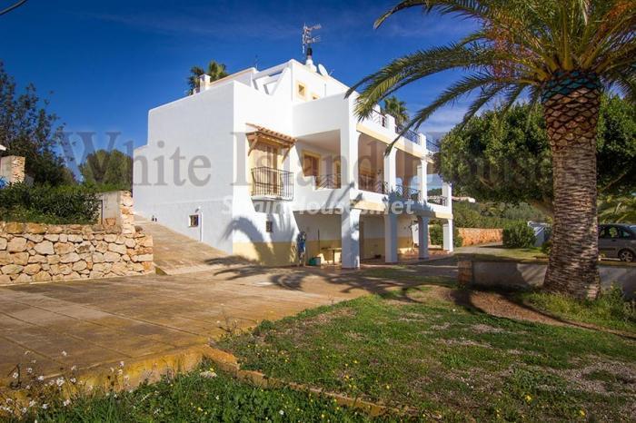 6. Villa for sale in Santa Eulalia del Río