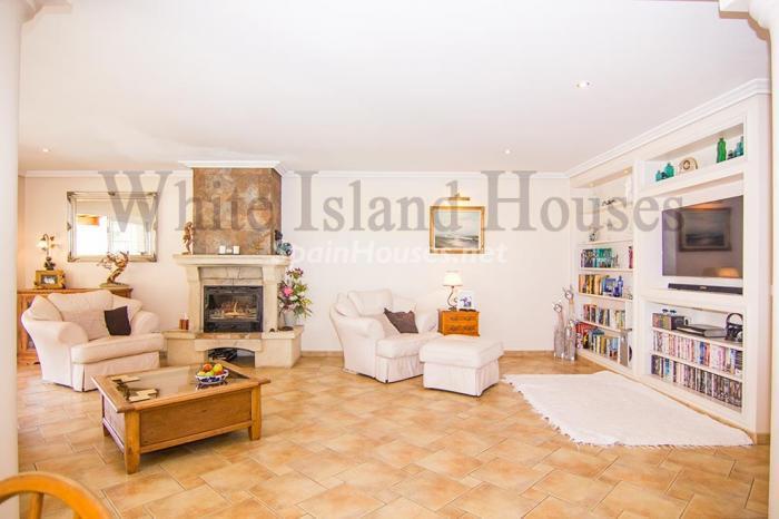 6-villa-for-sale-in-santa-eulalia-del-rio-ibiza